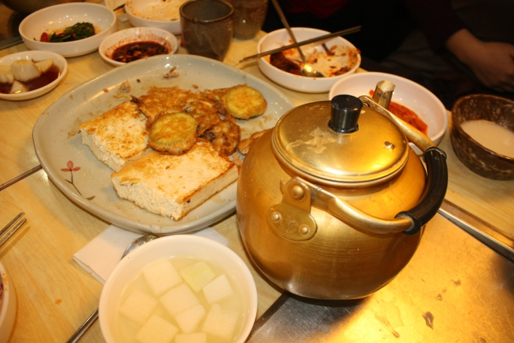 jeon and makgeolli at Dongin Dong
